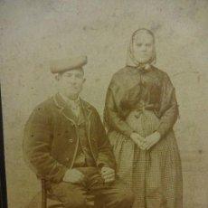 Fotografía antigua: PAYESES CATALANES CON ROPAS TÍPICAS. ESTUDIO A. ESPLUGAS. BARCELONA. ALBÚMINA ORIGINAL CIRCA 1890. Lote 103315379