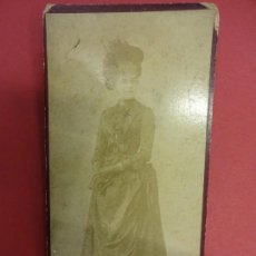 Fotografía antigua: ELEGANTE DAMA. FOTO ALBÚMINA 18 X 8 CTMS. ESTUDIO TORRES. TARRAGONA. CIRCA 1880. Lote 103622131