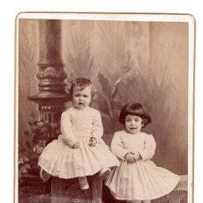 Fotografía antigua: FOTOGRAFÍAS.- ALBÚMINA 1890, DOS NIÑAS.- ALMAYSO MADRID - 16,5 X 10,5 CM. Lote 103876707