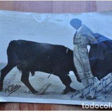 Fotografía antigua: FOTO TAURINA FIRMADA Y DEDICADA AÑOS 60/70. Lote 104824847