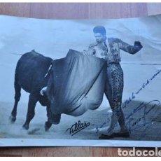 Fotografía antigua: FOTO TAURINA FIRMADA Y DEDICADA AÑOS 60/70. Lote 104825883