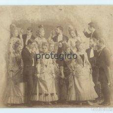 Fotografía antigua: UNA FOTOGRAFÍA. OCHO DAMAS Y OCHO CABALLEROS. SIGLO XIX. FOTÓGRAFO DESCONOCIDO.. Lote 105026263