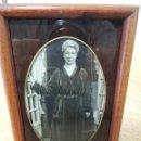 Fotografía antigua: ANTIGUA FOTOGRAFIA CON MARCO ANTIGUO 1910. Lote 107617411