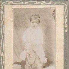 Fotografía antigua: FOTOGRAFIA NIÑO MONTADO EN CABALLO DE CARTON SOPORTE MODERNISTA - -C-32. Lote 109084487