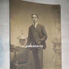 Fotografía antigua: POSTAL FOTOGRAFICA. FOTOGRAFIA EL TREBOL.CADIZ.DEDICADA.1913.SELLO EN SECO.. Lote 109298447