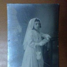 Fotografía antigua: FOTO DE ESTUDIO NIÑA 1ª COMUNION FOTOGRAFO CASAS LA BISBAL (GIRONA) (1900). Lote 111685143