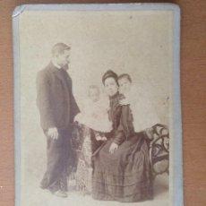 Fotografía antigua: FOTO DE ESTUDIO FAMILIA BURGUESA JULIO PEINADOS. GIJON (1900). Lote 112209711