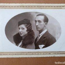 Fotografía antigua: FOTO DE ESTUDIO PAREJA JOVEN E. CASAS. LA BISBAL (GIRONA) (1920). Lote 112210331