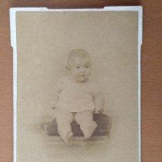 Fotografía antigua: FOTO DE ESTUDIO BEBE ROGELIO LOPEZ BARCELONA (1900). Lote 112214999