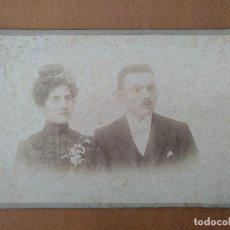 Fotografía antigua: FOTO DE ESTUDIO PAREJA JOVEN FOTOGRAFO R. AREÑAS. BARCELONA (1900). Lote 112218235