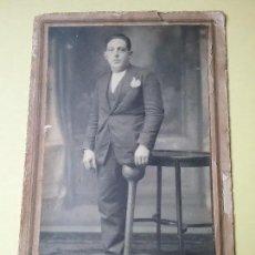 Fotografía antigua: MUY RARA FOTOGRAFÍA DE LISIADO CON PIERNA DE MADERA O PATA DE PALO.. Lote 112374091
