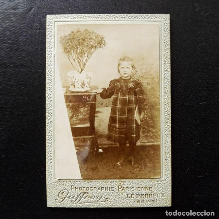 Fotografía antigua: Retrato escolar de una niña, albúmina, finales del XIX - Foto 2 - 112901863