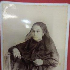 Fotografía antigua: ANCIANA. FOTO 16 X 11 CTMS. ESTUDIO JOSÉ SAGRISTÁ. IGUALADA. AÑOS 1890-1900. Lote 113591655