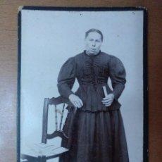 Fotografía antigua: RETRATO DE SEÑORA CON SILLA PRINCIPIOS SIGLO XX. Lote 113667435