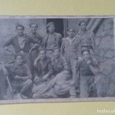 Fotografía antigua: ANTIGUA FOTO DE GRUPO DE OBREROS.ORIGINAL DE 13,5X8,3CM.ASTURIAS?. Lote 113863987