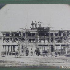 Fotografía antigua: FG-573. FOTOGRAFIA DE UN EDIFICIO EN CONSTRUCCION CON OBREROS. PARIS. PRINCIPIOS SIGLO XX.. Lote 116490399