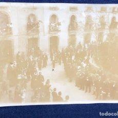 Fotografía antigua: FOTOGRAFIA COMITIVA DESFILE PRESIDENTE DIGNATARIO CALLE PERSONALIDADES GOBIERNO PPIO S XX ESPAÑA . Lote 117190555