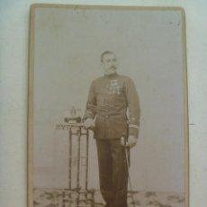 Fotografía antigua: FOTO ESTUDIO MILITAR: TENIENTE VETERANO GUERRA FILIPINAS, LEOPOLDINA Y SABLE, XIX . DE NIETO, MADRID. Lote 119565319