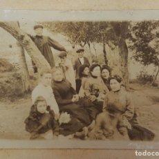 Fotografía antigua: FOTOGRAFÍA FAMILIAR DE UN DIA DE CAMPO. ALBUMINA. SIGLO XIX-XX. . Lote 119853895