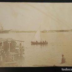 Fotografía antigua - FOTOGRAFÍA DE PUERTO CON VELERO AL FONDO. ALBUMINA. ESPAÑA. SIGLO XIX-XX. - 119855603
