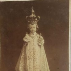 Fotografía antigua: NIÑO JESÚS DE PRAGA. FOTOGRAFÍA DE ALBUMINA. SIGLO XIX-XX. . Lote 119862151