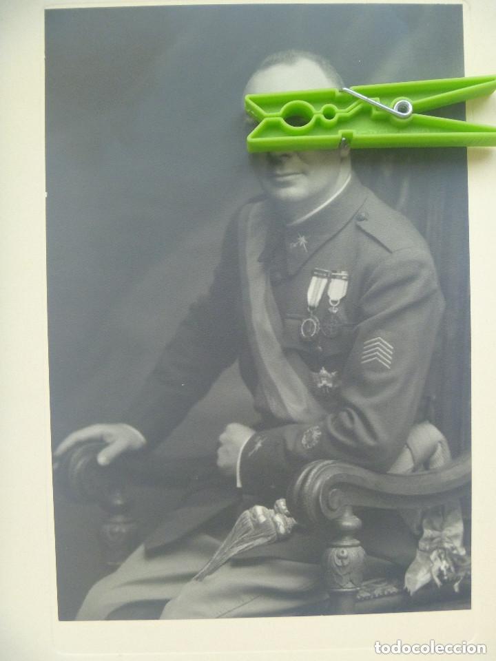Fotografía antigua: FOTO GENERAL MEDALLA MILITAR INDIVIDUAL , HEROE OVIEDO, COLECTIVA . DE KAULAK .. 26 X 39 CM - Foto 2 - 120317659