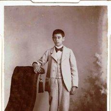 Fotografía antigua: FTO. CABINET. RETRATO DE JOVEN APOYADO SOBRE DIVÁN. CA. 1895. FOT: RAIMUNDO SAN MIGUEL. BILBAO.. Lote 120712527