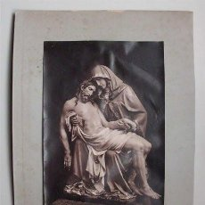 Fotografía antigua: ANTIGUA FOTOGRAFÍA DE GRUPO ESCULTÓRICO DE LA PIEDAD. Lote 122039195