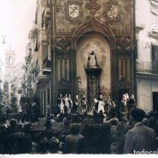 Fotografía antigua: VALENCIA. ELS MIRACLES DE SANT VICENT. ALTAR DEL TROS ALT. ANYS 50. Lote 122275031