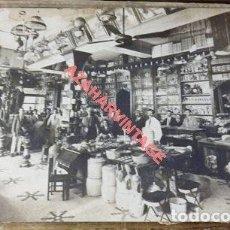 Fotografía antigua: SIGLO XIX, ESPECTACULAR FOTOGRAFIA DE UN BAZAR, ZONA SEVILLA, MALAGA, GRANADA, 170X120MM. Lote 122470283