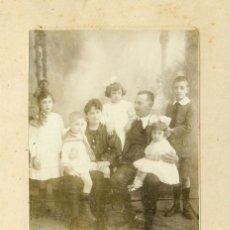 Fotografía antigua: CANARIAS TENERIFE PUERTO DE LA CRUZ. FAMILIA AL COMPLETO. FOTO BAEZA. HACIA 1900.. Lote 122811003