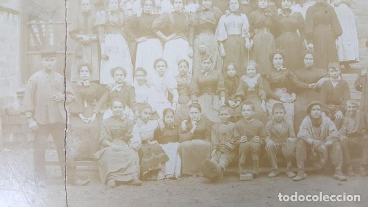 Fotografía antigua: FOTOGRAFÍA DE GRUPO DE TRABAJADORAS. ALBUMINA. SIGLO XIX-XX. - Foto 5 - 124706295