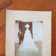 Fotografía antigua: ANTIGUA GRAN FOTOGRAFIA TUMBA SEPULTURA CEMENTERIO. Lote 126453923