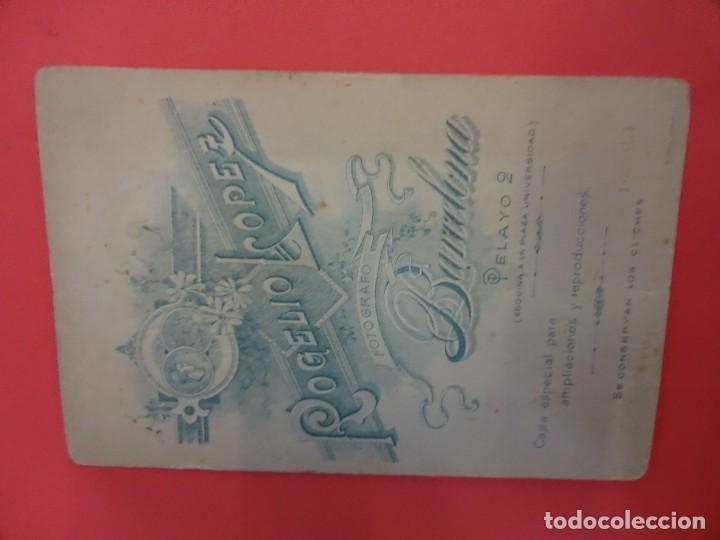 Fotografía antigua: Antigua albúmina montada sobre cartón. Caballero posando en Estudio Rogelio López. Barcelona - Foto 2 - 127436255