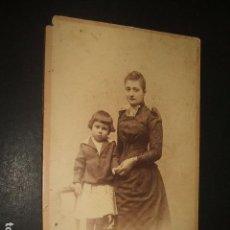 Fotografía antigua: MADRID RETRATO DE MADRE CON NIÑO DEBAS FOTOGRAFO HACIA 1890. Lote 128162351