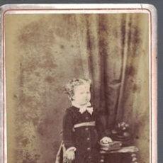 Fotografía antigua: FOTOGRAFIA DE NIÑA. FOTO CANTO, BARCELONA, SOBRE 1870 - ALBUMINA-2519. Lote 130403770