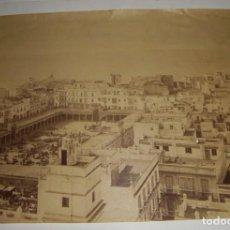 Fotografía antigua: FOTOGRAFÍA DE ALBÚMINA. CÁDIZ. PLAZA DEL MERCADO. VISTA TOMADA DESDE LA TORRE TAVIRA.. Lote 132067654