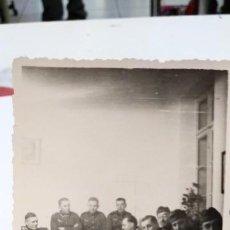 Fotografía antigua: NAZI FOTOGRAFIA OFICIALES ALEMANES UNO FUMANDO. Lote 132582786