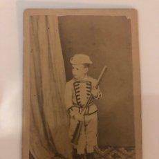 Fotografía antigua: FOTOGRAFÍA NIÑO VESTIDO MILITAR- AVILA- SXIX. Lote 133052878