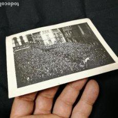 Fotografía antigua: FOTOGRAFIA ALBUMINA SIGLO XIX-XX ,,EVENTO FIESTA PROCESION --PLAZA SANT JAUME-BARCELONA. Lote 133806998