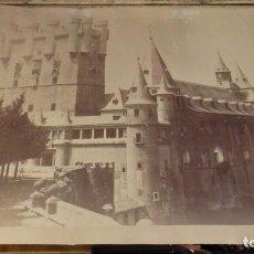 Fotografía antigua: VISTA DEL ALCÁZAR Y TORRE DE JUAN II EN SEGOVIA, CHARLES CLIFFORD, 1853, MEDIDAS 42X31 CMS, LEER EST. Lote 135003670