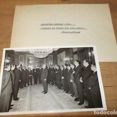 Fotografía antigua: FOTOGRAFÍA ORIGINAL RECEPCIÓN GOBIERNO CIVIL AL PRÍNCIPE DE ESPAÑA DON JUAN CARLOS 1971. TORRELLÓ.. Lote 135482782