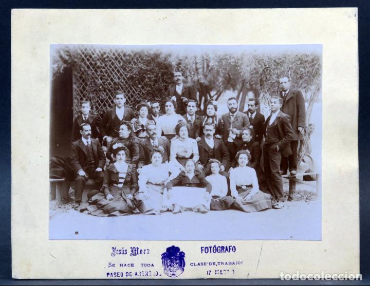 FOTOGRAFÍA GRUPO FAMILIAR POSANDO JESÚS MORA ARENEROS MADRID HACIA 1900 (Fotografía Antigua - Albúmina)