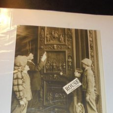 Fotografía antigua: ANTIGUA FOTOGRAFIA 1927 - HISTORY ON DOOR - THE CAPITOL BULDING - PHOTO BY UNDERWOOD AND UNDERWOOD . Lote 138212450