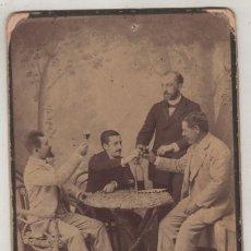 Fotografía antigua: SIMPÁTICA FOTOGAFÍA DE UN GRUPO DE HOMBRES BRINDANDO. J. TORRES FOTÓGRAFO GRANADA. . Lote 138558790