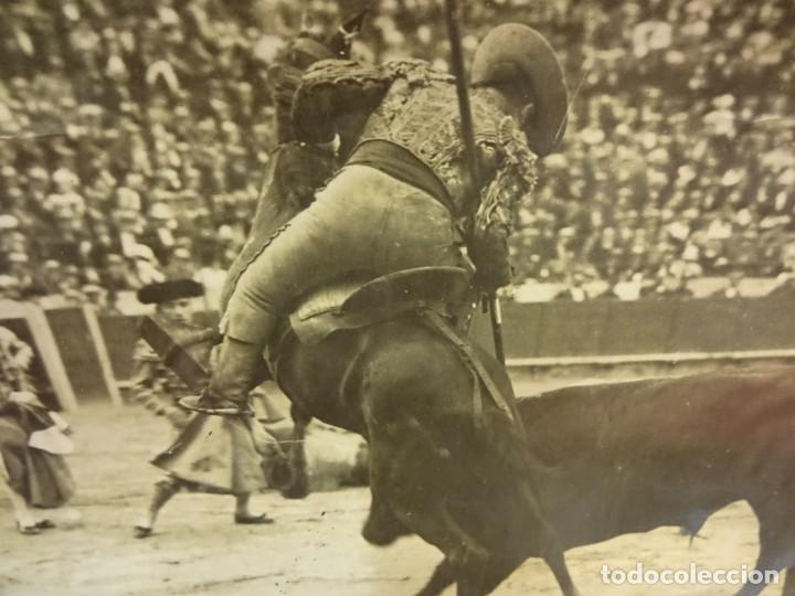 TOROS. TAUROMAQUIA. FOTO ALBUMINA 24 X 17 CTMS. SELLO BADOSA. ORIGINAL AÑOS 1920S (Fotografía Antigua - Albúmina)