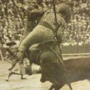 Fotografía antigua: TOROS. TAUROMAQUIA. FOTO ALBUMINA 24 X 17 CTMS. SELLO BADOSA. ORIGINAL AÑOS 1920S. Lote 139208682