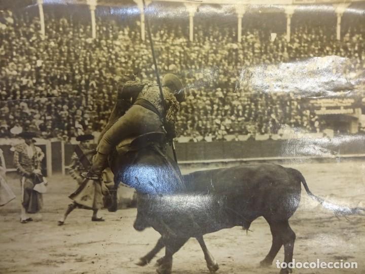 Fotografía antigua: TOROS. Tauromaquia. Foto albumina 24 x 17 ctms. Sello BADOSA. Original años 1920s - Foto 2 - 139208682