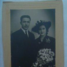 Fotografía antigua: BONITA FOTO DE ESTUDIO DE BODA, AÑOS 40. Lote 141462362