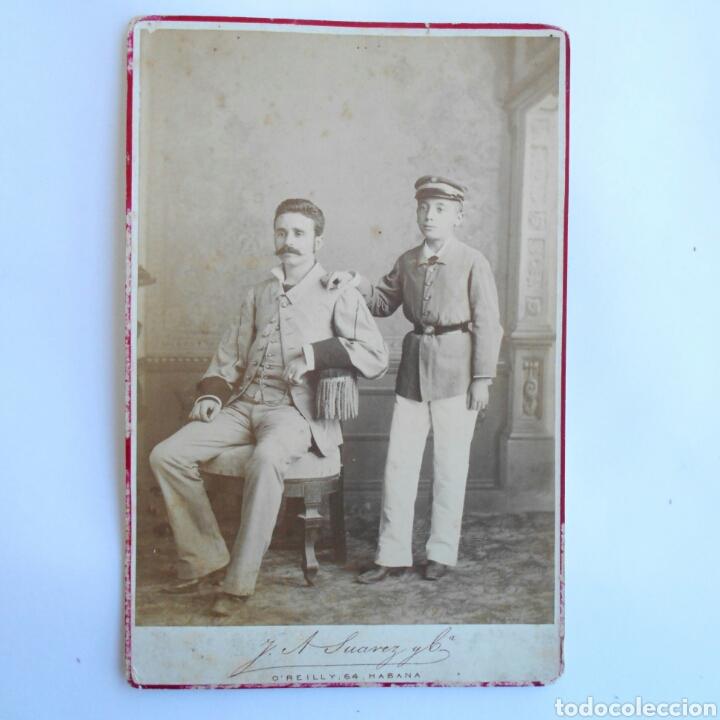 FOTOGRAFÍA ALBÚMINA CABINET TERRATENIENTE E HIJO EN CUBA 1883 DE J.A.SUAREZ Y CÍA HABANA 16,3 X 10,8 (Photography - Albumen Prints)